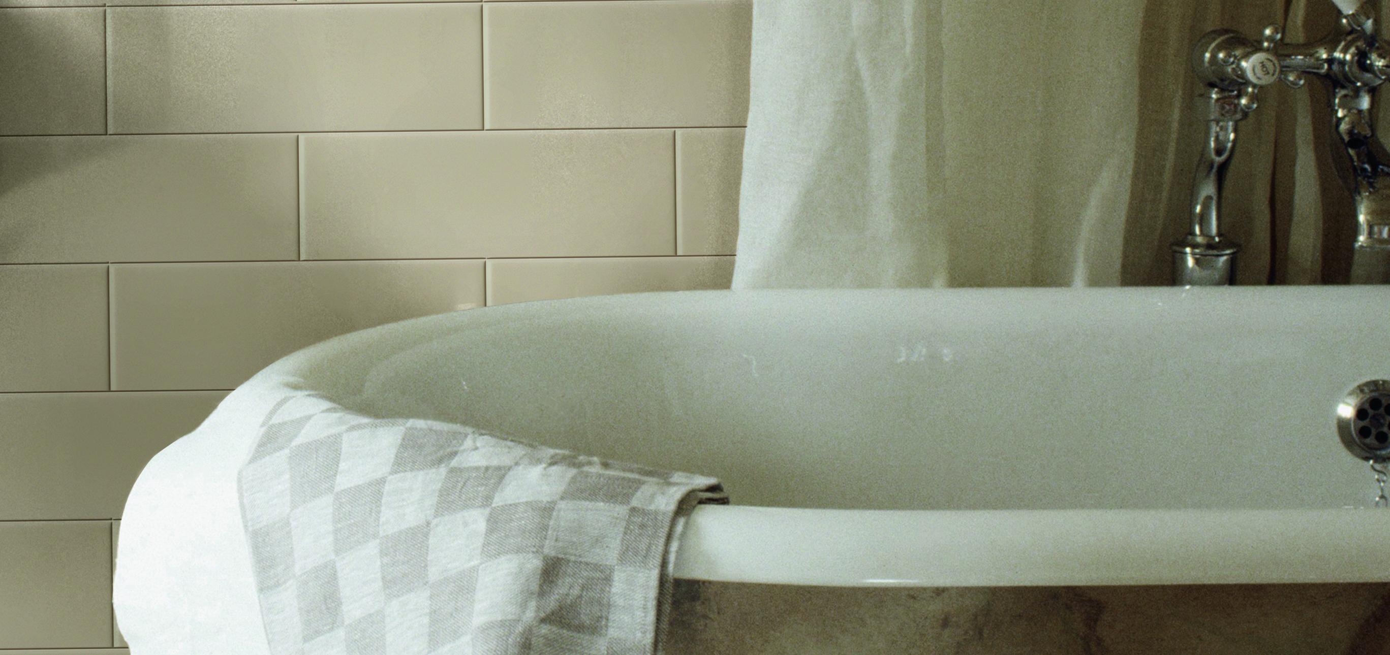 Badrum med natursten ~ Xellen.com